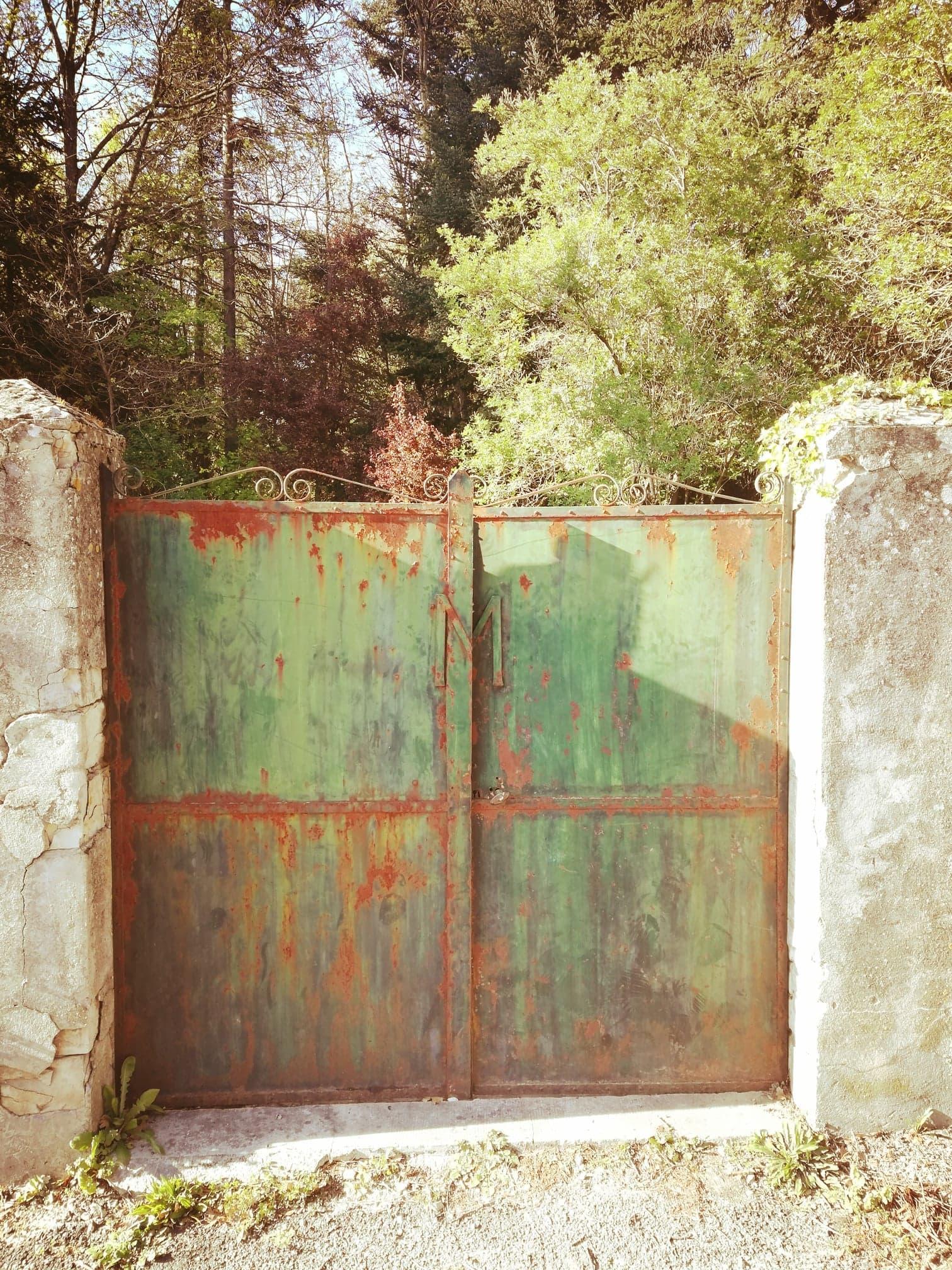 Portail du cimetière des Morin